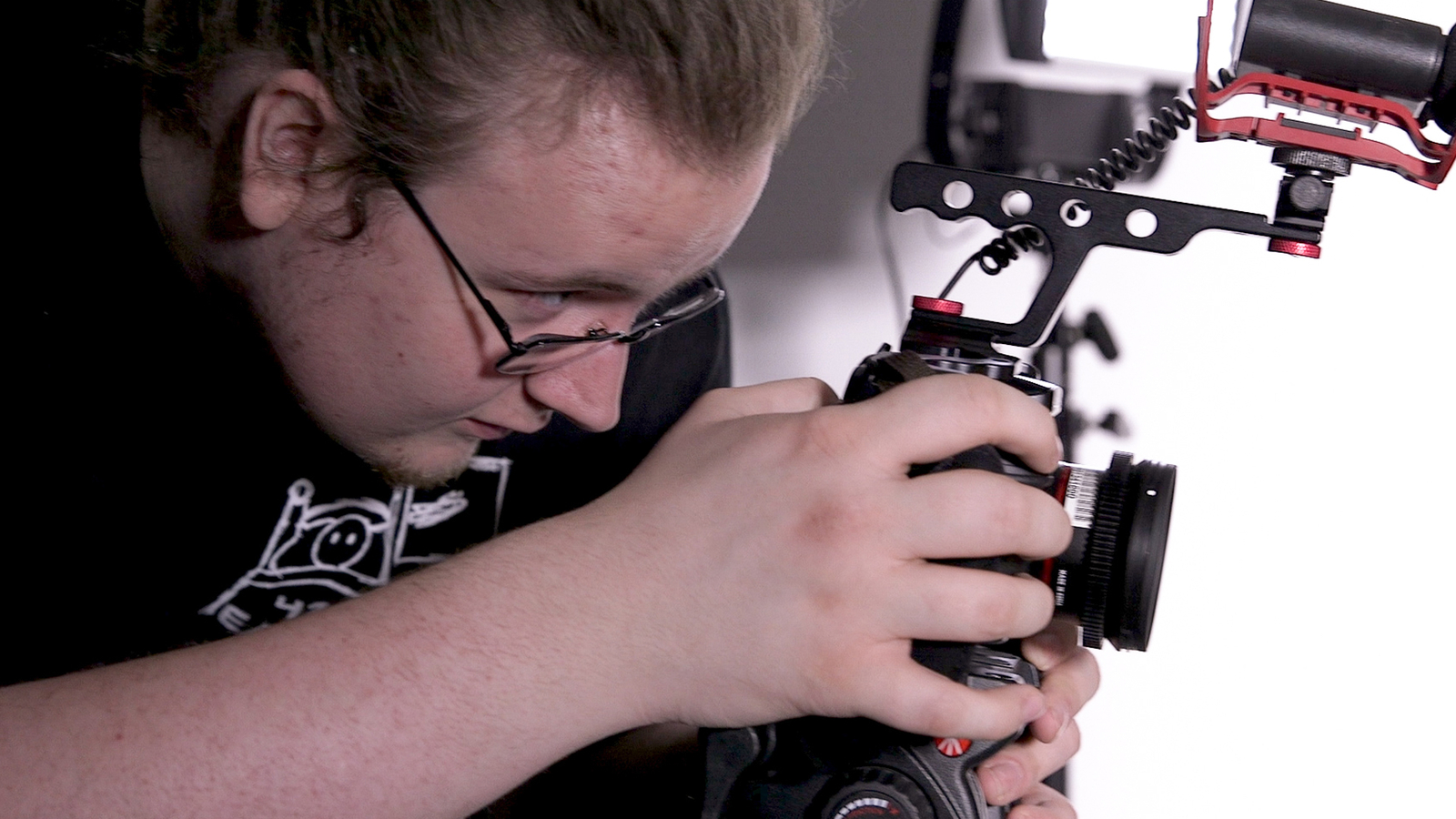 A student uses a DSLR camera to capture video in Rockefeller Arts Center